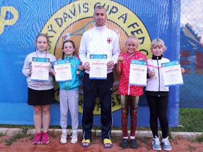 http://www.humencanonline.sk/sk/aktualne/sport/humenske-tenisove-nadeje-na-domacich-kurtoch/
