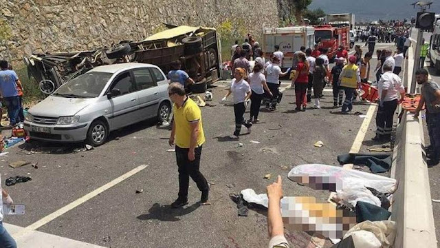 20 killed, 13 injured in SW Turkey tour bus accident