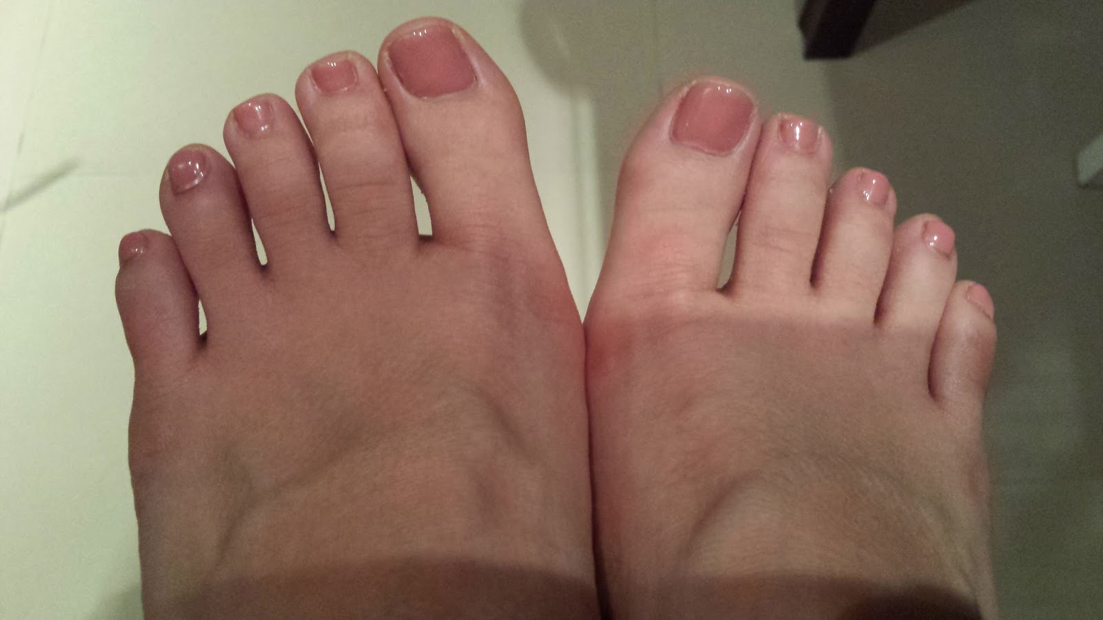 Allison Abroad: Blue Fingernails and Dusty Pink Toenails