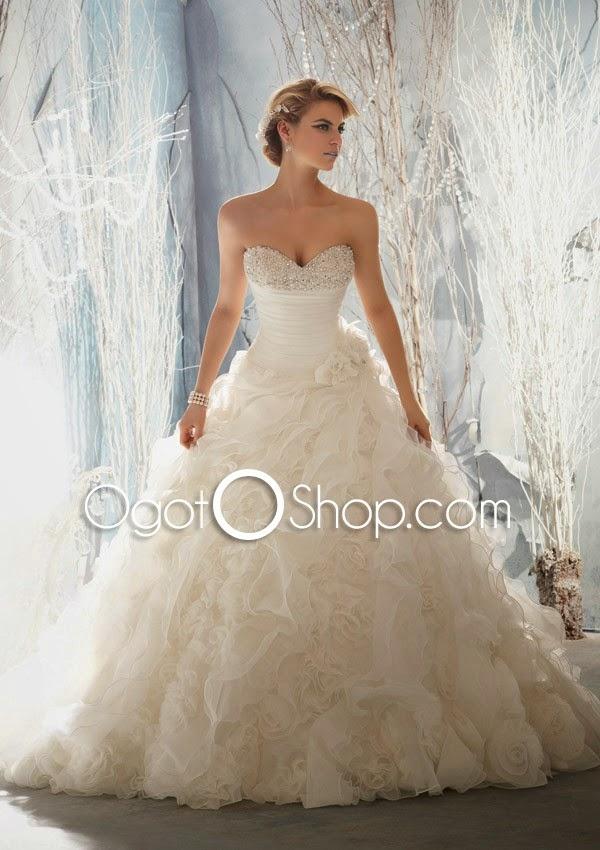 blonde-model-wedding-dress