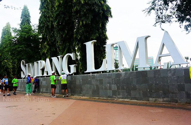 Tepat ditulisan Simpang Lima Semarang