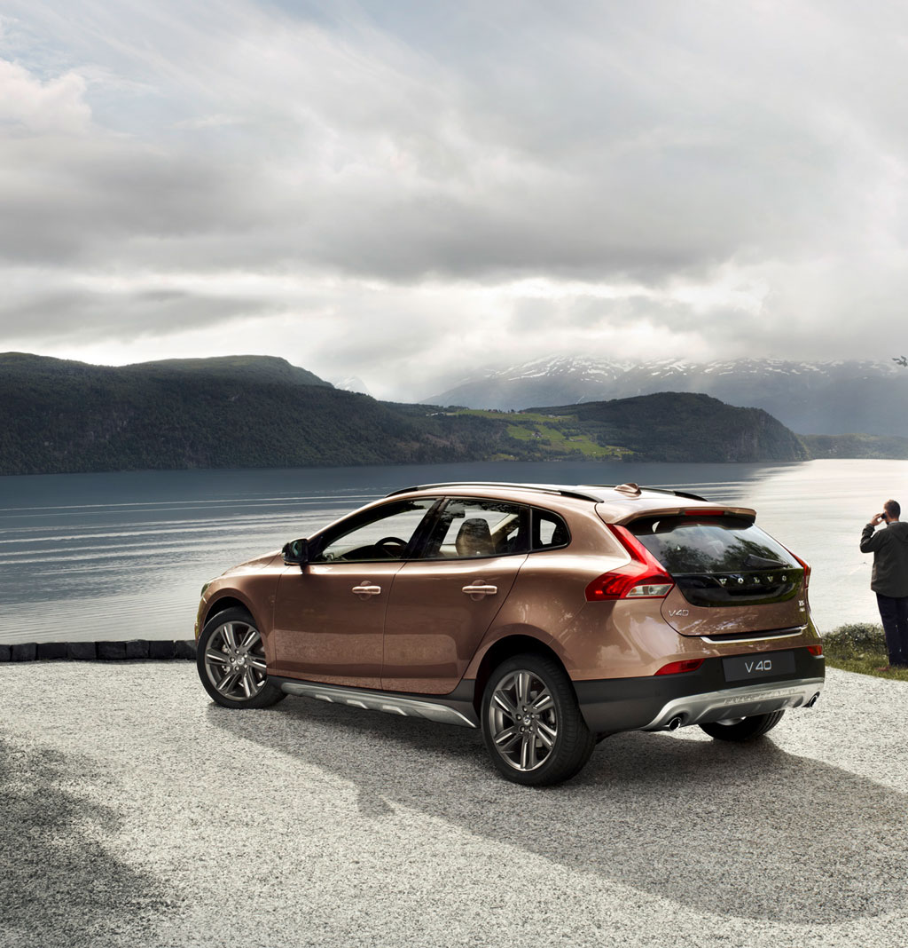 looking for a place to land the new volvo v40 cross. Black Bedroom Furniture Sets. Home Design Ideas