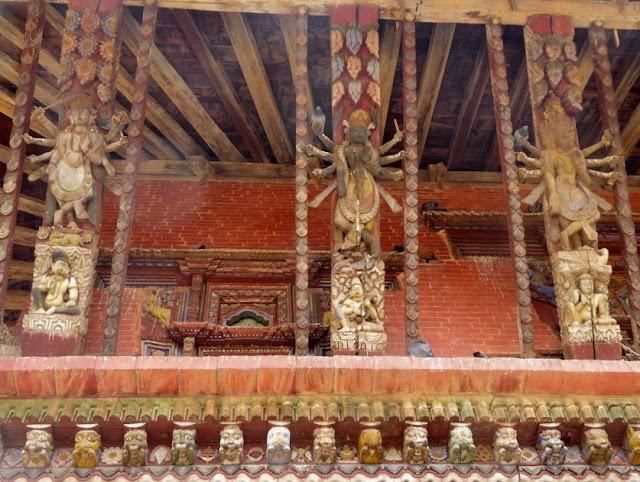 intarsi in legno del tempio di changu narayan