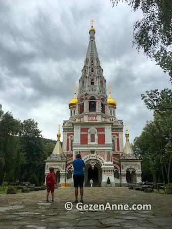 Balkan dağları yamacında Şipka kilisesi, Bulgaristan