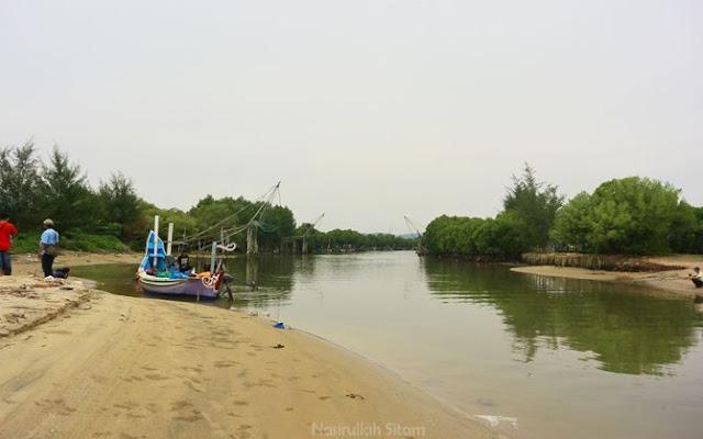 Bersandar di pantai Dasun