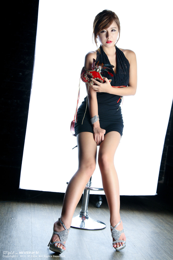 xxx nude girls: Ryu Ji Hye in Mini Dress