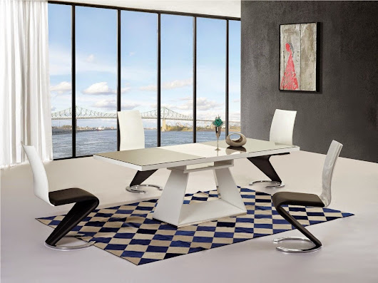 High Gloss Dining Room Table and Chairs