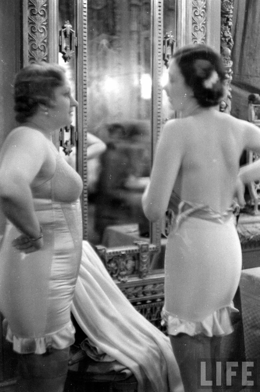 Candid Behind the Scenes Photos From a Lingerie Show in the 1940s  vintage everyday