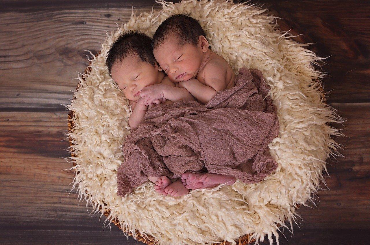 Nama Bayi Kembar Laki-Laki dan Perempuan Paling Cocok