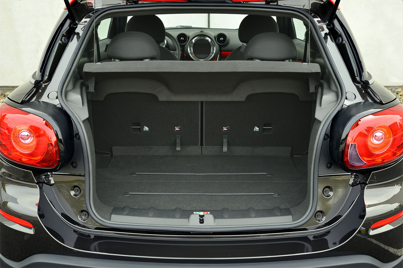 The new MINI John Cooper Works Paceman trunk
