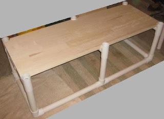 pemasangan papan pada meja dari paralon