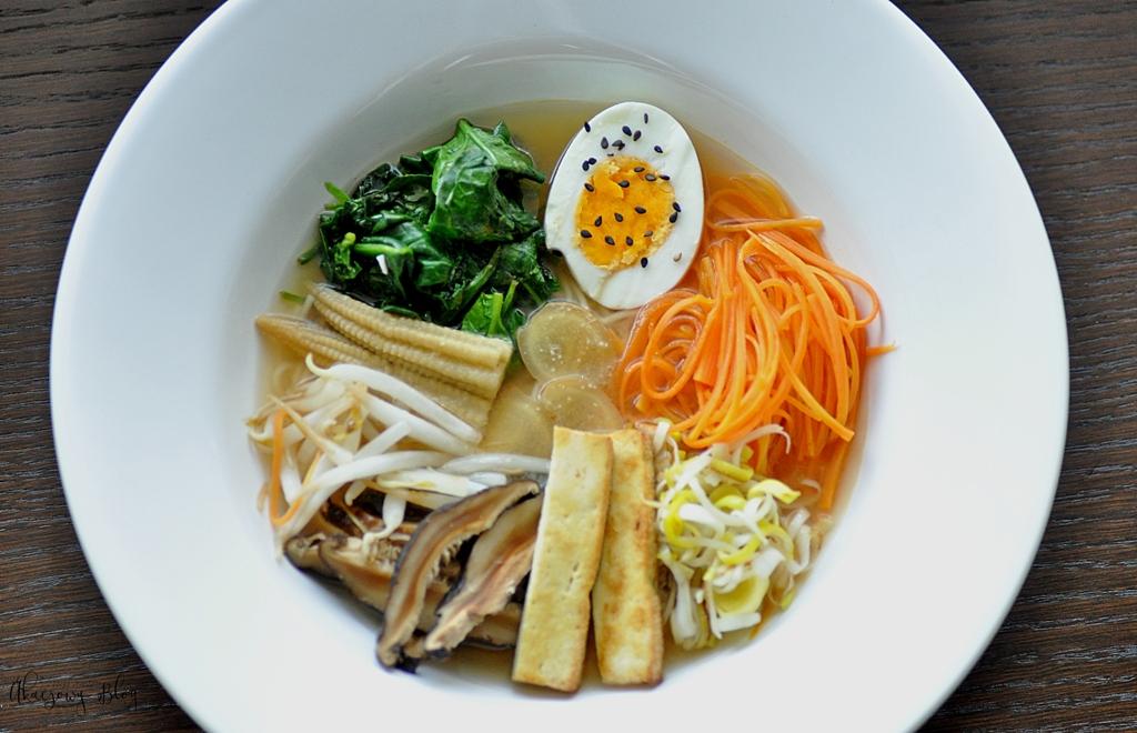 Miso ramen - japońska zupa z dodatkami.
