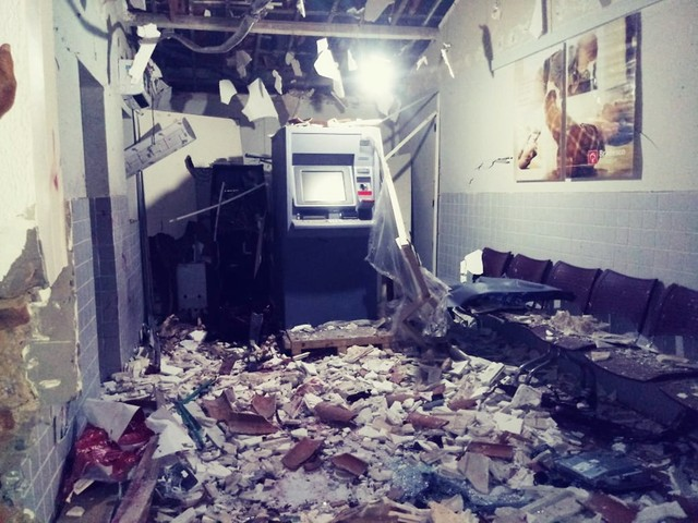 Mais um: Quadrilha explode caixa de banco e causa terror em Tibau do Sul, RN
