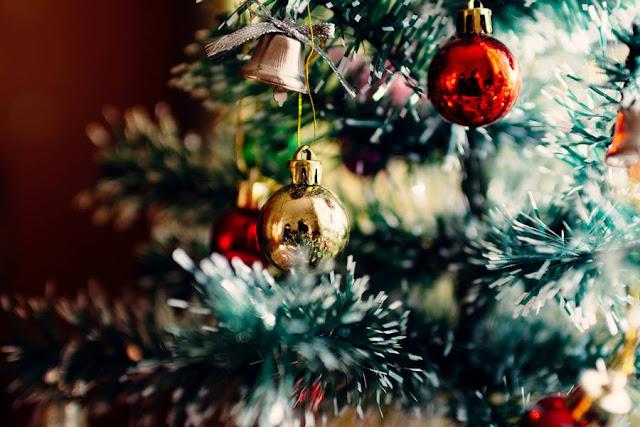 Εκδήλωση για τα παιδιά και φωταγώγηση του Χριστουγεννιάτικου δέντρου στον Άγιο Αδριανό