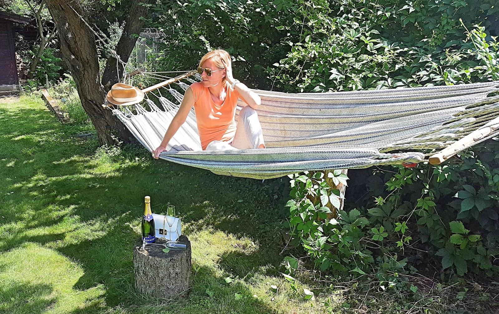 batterien aufladen champagner zum fr hst ck. Black Bedroom Furniture Sets. Home Design Ideas