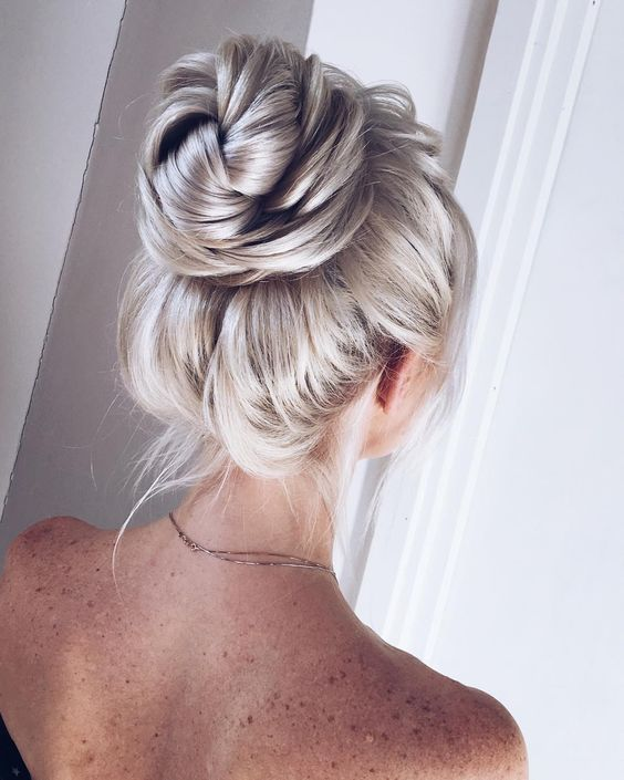 The Best and fabulous Hairstyles for Every Wedding Dress