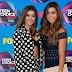 Kira Girard e Kalani Hilliker comparecem ao Teen Choice Awards 2017 no Galen Center em Los Angeles, na California – 13/08/2017