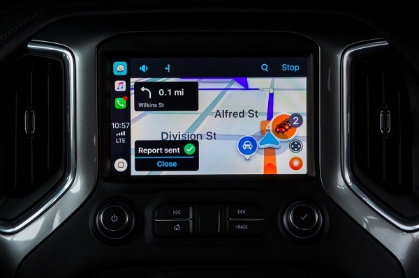 Waze updates iOS app with support for Apple CarPlay