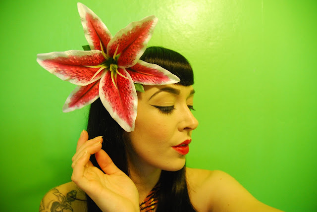 Queenie Stargazer Lilly Hair Flower - Lady Luck's Boutique