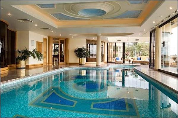 Mansiones y casas de lujo for Casas modernas con piscina