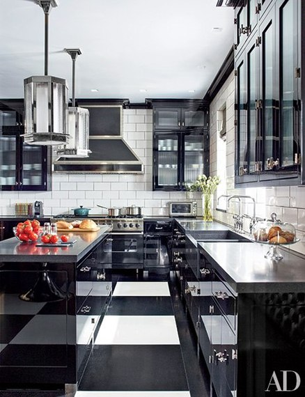 black and whtie kitchen with high gloss cabinets