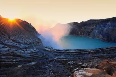 11 Gunung di Indonesia Dengan Pemandangan Sunrise Terindah