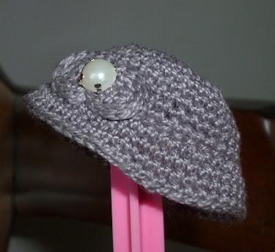 Chapéu cloche para Barbie de crochê por Pecunia MillioM