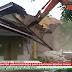 VIDEO: Eksekusi Sampoddo, Escavator Ratakan Kantor Lurah dan Sebagian SPBU