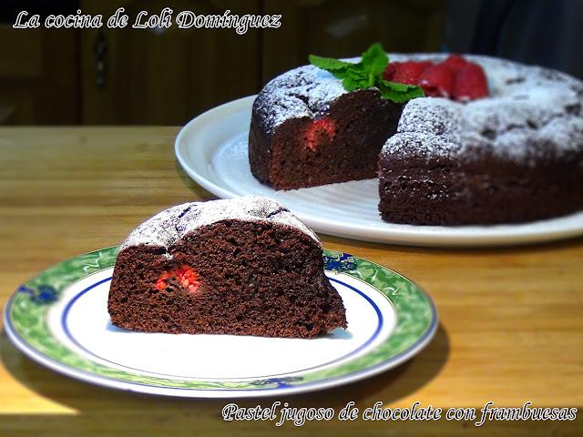 Pastel Jugoso De Chocolate Con Frambuesas