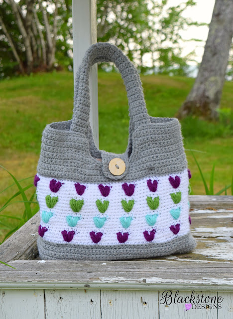 http://www.ravelry.com/patterns/library/puffy-hearts-bag