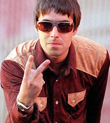 Foto de Liam Gallagher con lentes