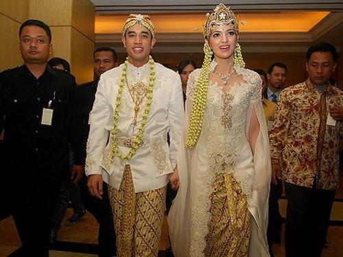 30 Model Kebaya Modern Artis Untuk Pesta & WEDDING ...