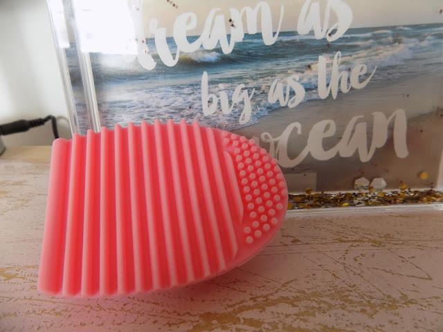 Make up Brush Cleaning Tool Brushegg