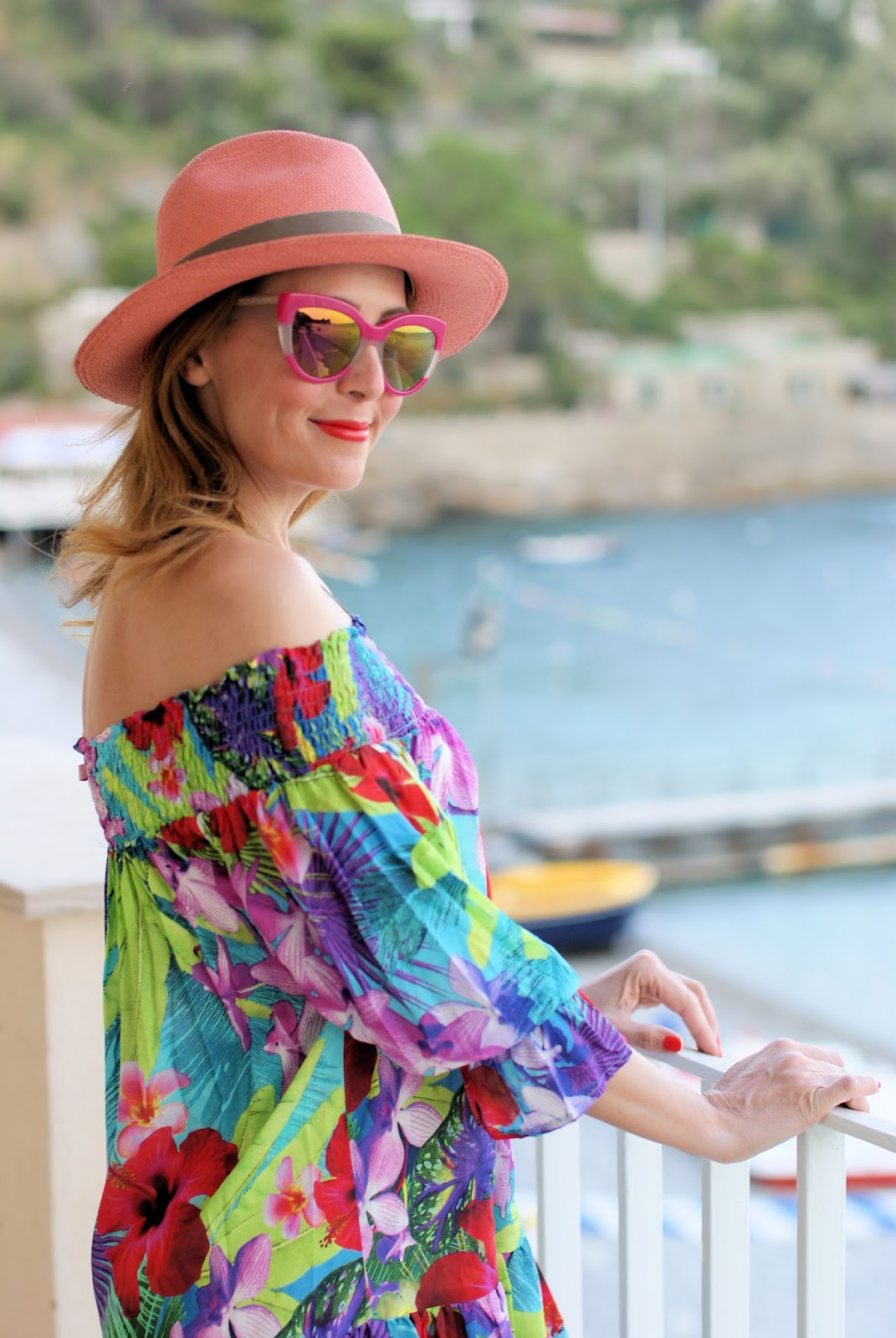 How to dress for the beach with an off the shoulder Tezuk dress on Fashion and Cookies fashion blog, fashion blogger styl