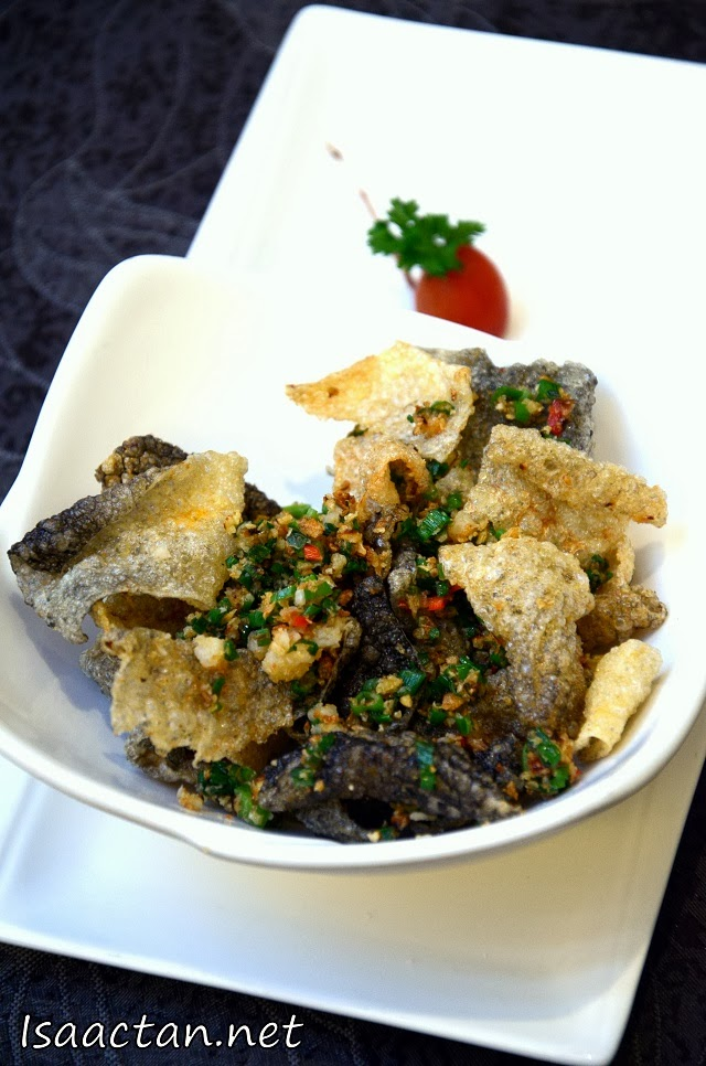 Another nice appetizer to munch on while waiting for our dishes to arrive, Deep Fried Fish skin