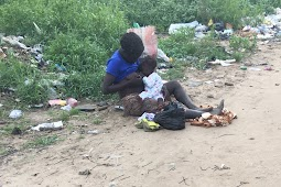 Mentally Unstable Mother Spotted Feeding Her Baby Under A Poor Condition In Lagos