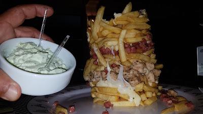 torre de batatas fritas