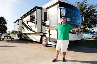 Nova série pega carona com o Cake Boss enquanto família percorre porção Sul dos Estados Unidos a bordo de motor home - Divulgação