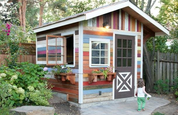 Маленький садовый домик