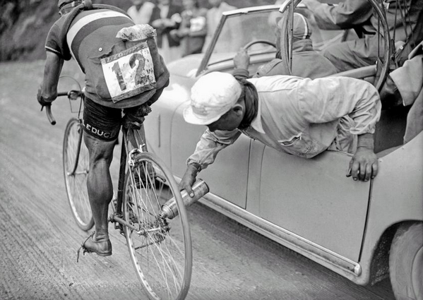 40 Amazing Historical Pictures - Italian cyclist Gino Sciardis getting his bike lubricated during the 1949 Tour de France.