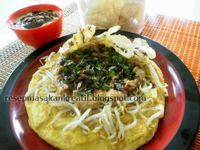 Olahan masakan telur dadar campur tahu ini disajikan dengan siraman saus berbumbu dari sa RESEP TAHU TELUR BUMBU SAUS SAMBAL KACANG