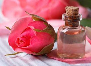 cara memerahkan bibir dengan air mawar