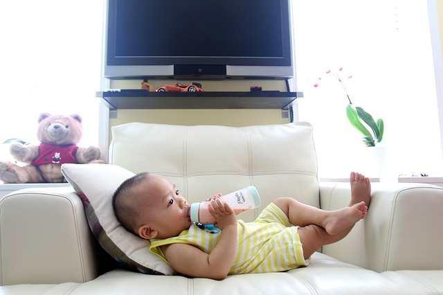 Penasaran Mengapa Botol Susu Bayi dapat Mengeluarkan Bau Tak Sedap? Ini Dia Penyebabnya!
