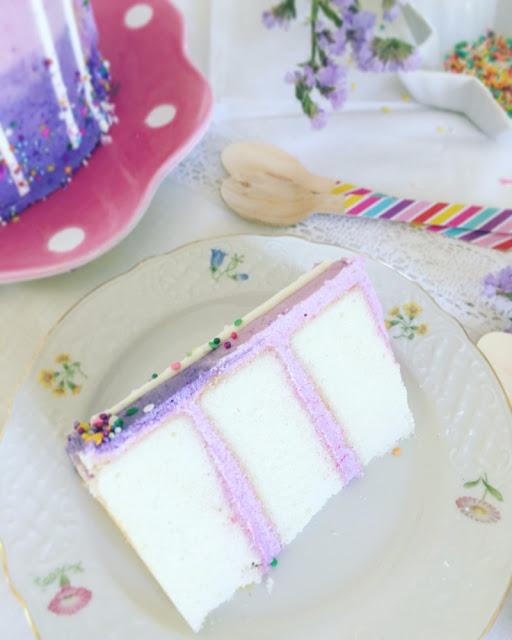 Drip cake de doble altura: Un pastel de cumpleaños feliz