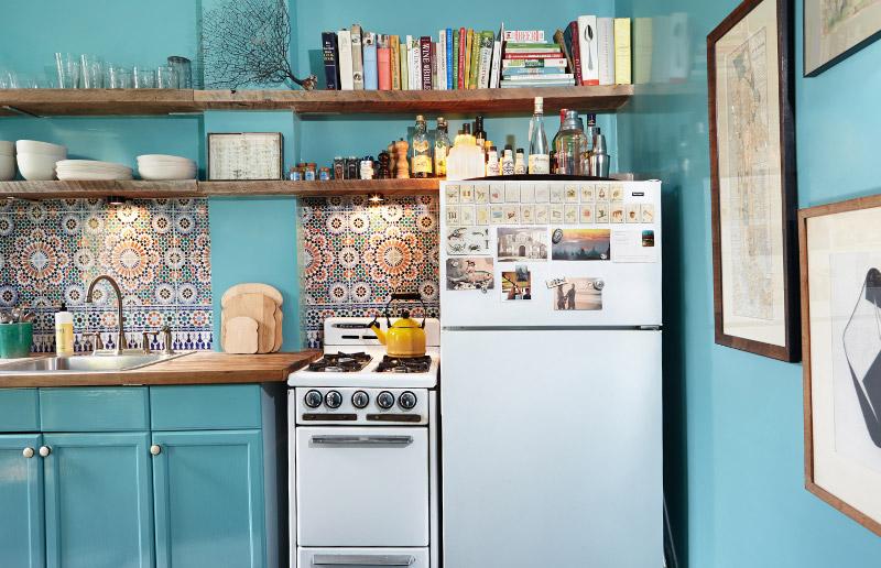 Você já brincou com adesivo de azulejo?