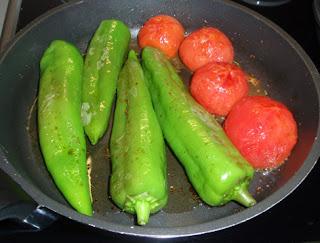 Pimientos y tomates confitados