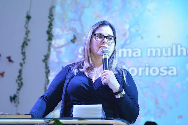 """""""O Brasil está à beira de um colapso cultural"""", alerta Psicóloga Marisa Lobo a políticos"""