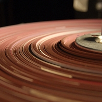 El deterioro sufrido por las cintas magnéticas con composiciones de Oskar Sala obligó a realizar un complejo proceso de restauración y digitalización