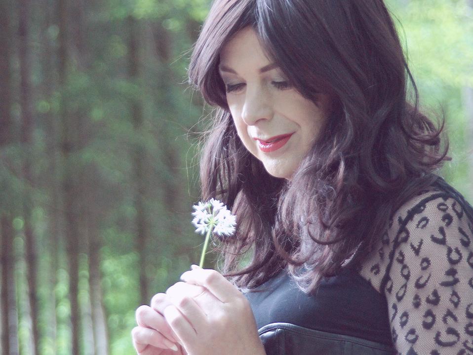 Lua Eu Descobri Que A Solidão é O Grande Amo: Aprendi A Viver Feliz
