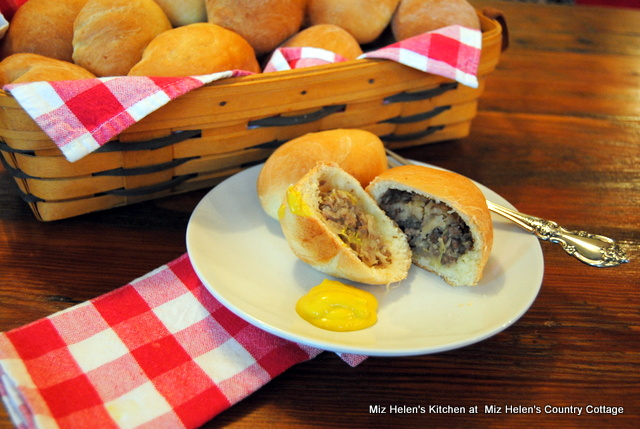 Bierocks (German Stuffed Bun)